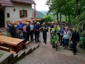 TV-Wanderer am Landauer Naturfreundehaus Kiesbuckel