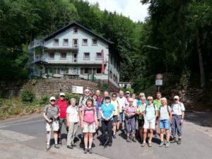 TVL-Wandergruppe vor dem Neustadter Naturfreundehaus